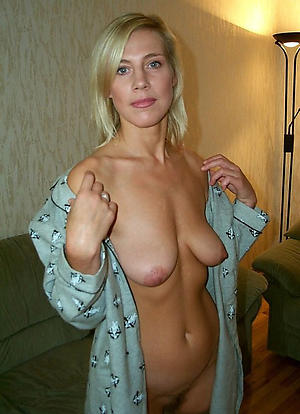 nude mature mothers
